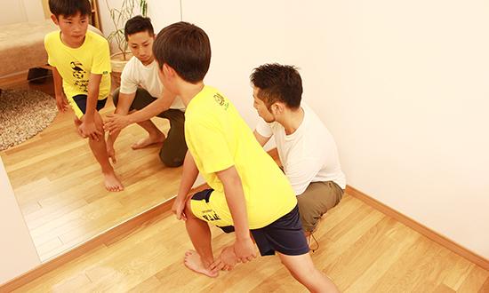 怪我の根本治療 / パフォーマンスアップ 体幹トレーニングや、ファンクショナルトレーニングに加えてゴールデンエイジトレーニングを行います。
